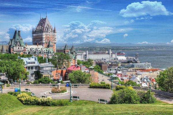 Old-Quebec-City-District-in-Summe