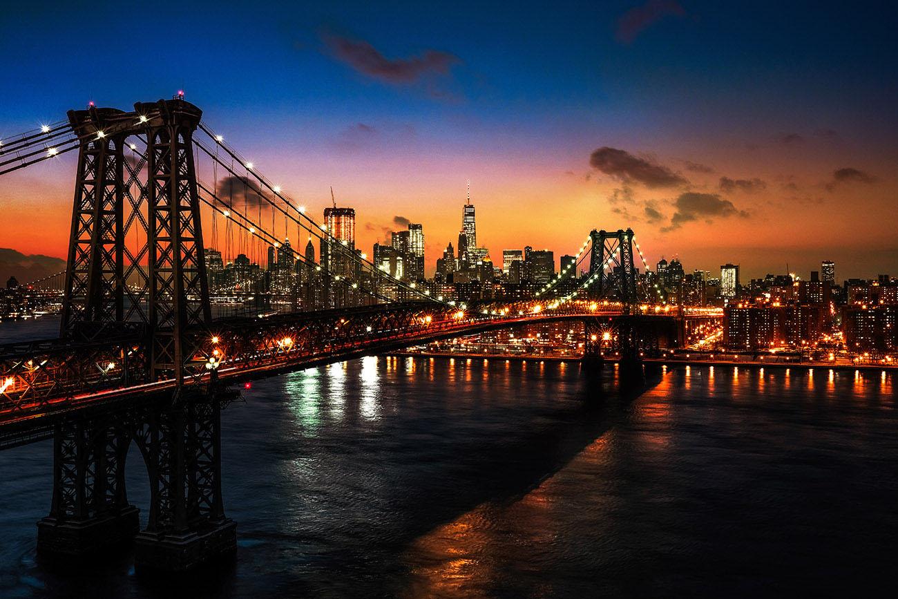 Colorful Sunset over the NYC Williamsburg Bridge Stock Image